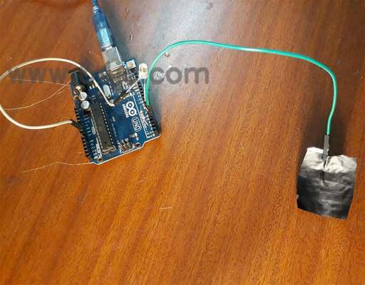 使用Arduino触摸控制光。