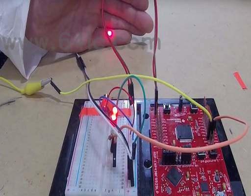 如何用发射台制造激光二极管三线报警?